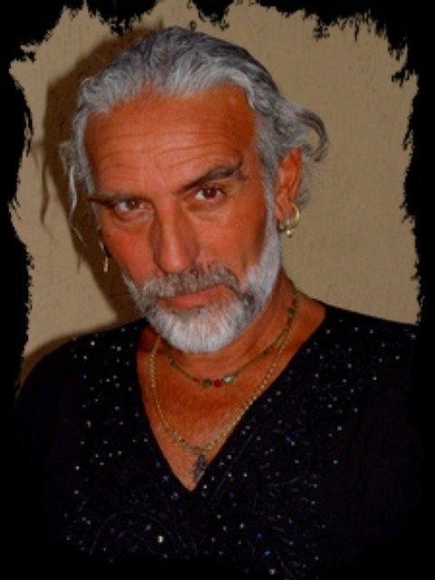 Ivan Cuvato patron di fine agosto albisolese. Una sua opera a India Giordano